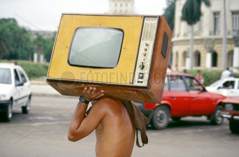So ziemlich das Wichtigste fuer einen Kubaner ist ein funktionierender Fernsehapparat.