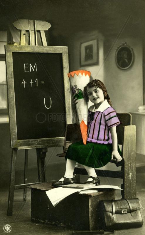 1920 Erster Schultag eines Maedchens