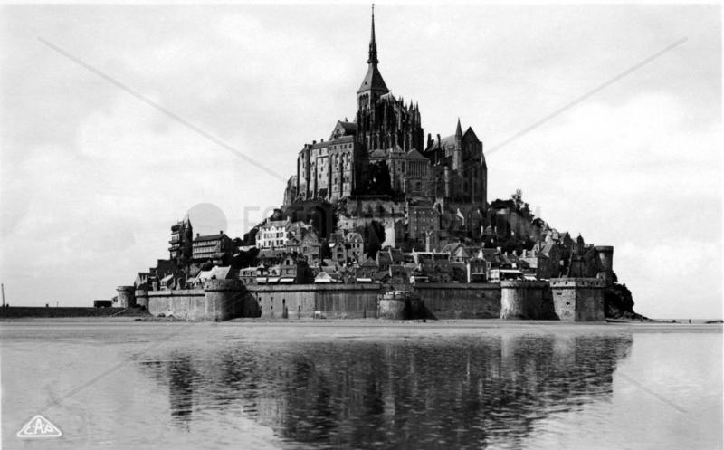 Frankreich,  Mont St. Michel bei Ebbe