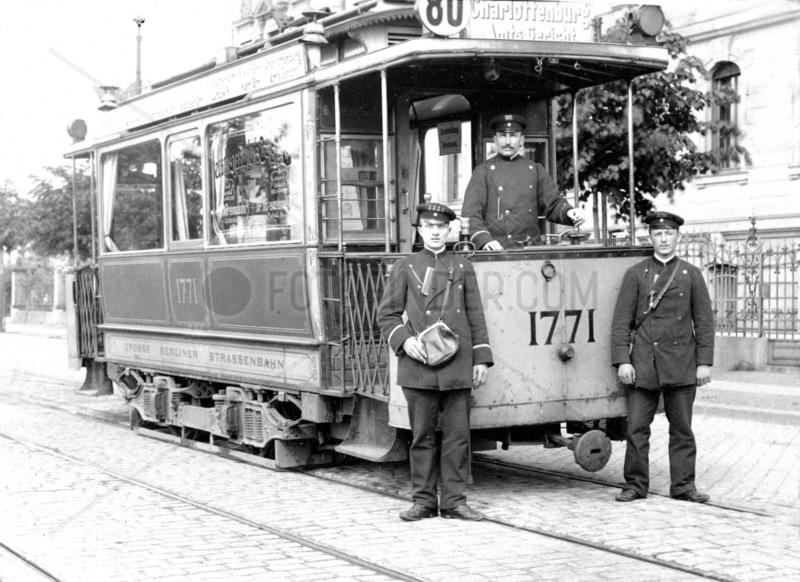 Berlin,  Strassenbahn mit Schaffner 1898