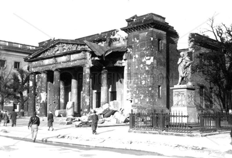 Berlin,  Neue Wache,  ca. 1946
