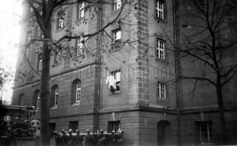Sprungtuch Feuerwehr Fenstersprung