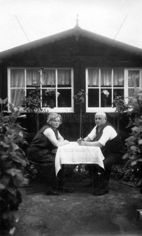 altes Paar langweilt sich,  1930