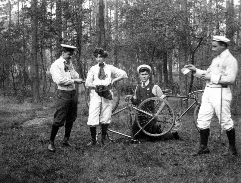 Fahrradausflug,  1900