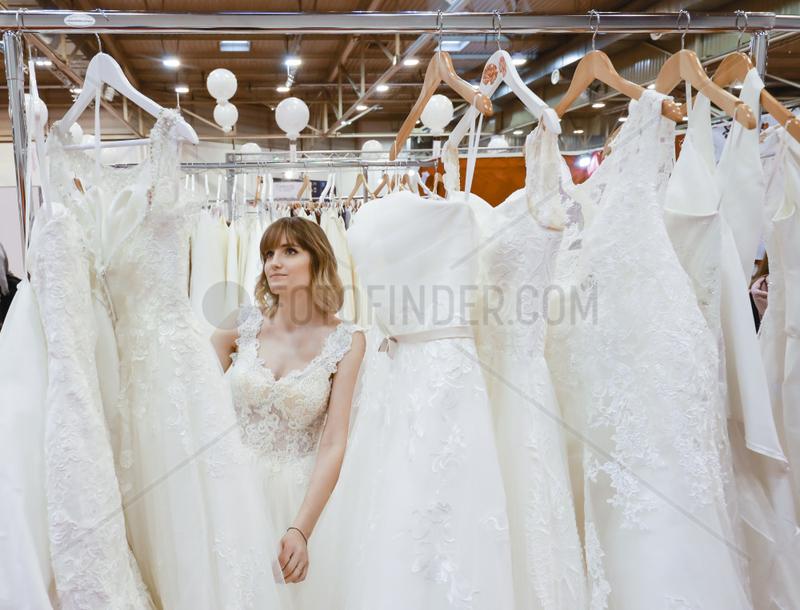Frau im Brautkleid,  Hochzeitsmesse,  Essen,  Nordrhein-Westfalen,  Deutschland,  Europa