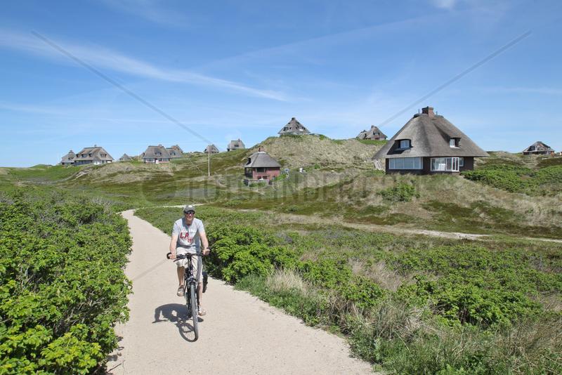 Hoernum,  Deutschland,  Reetdachhaeuser in den Duenen auf Sylt