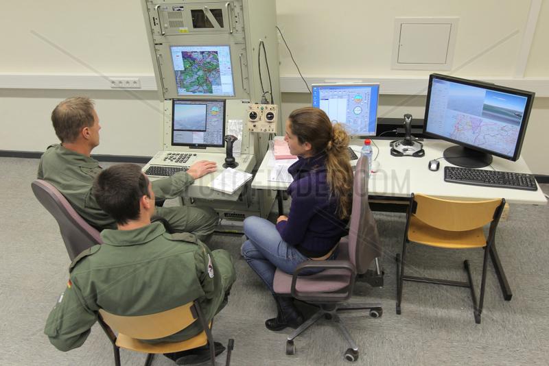 Kropp,  Deutschland,  Pilotenausbildung an Drohnenlenksystem