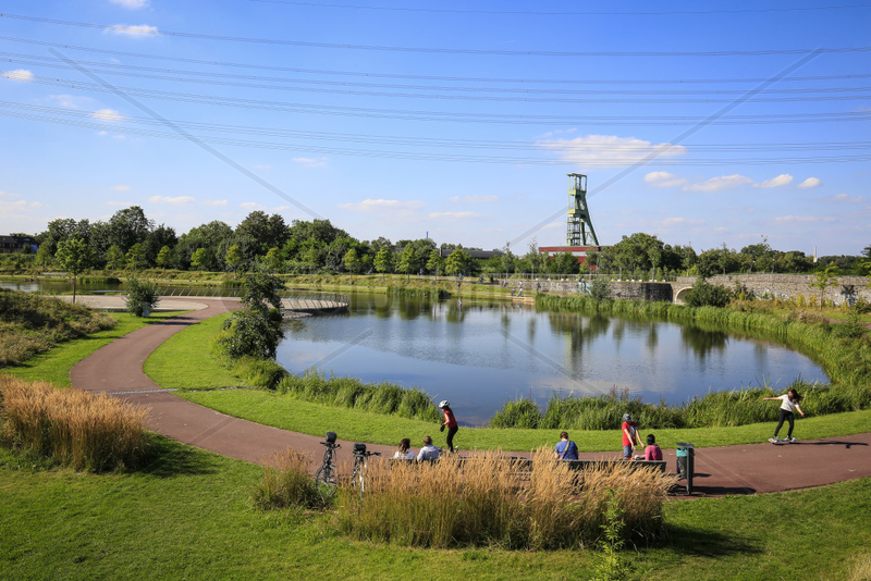 Essen,  Ruhrgebiet,  Deutschland,  Krupp-Park,  See,  staedtebauliches Projekt Krupp-Guertel