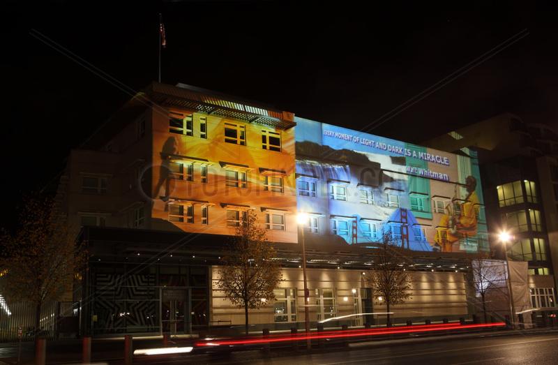 Berlin,  Deutschland,  die US-Botschaft waehrend des Festival of Lights 2012