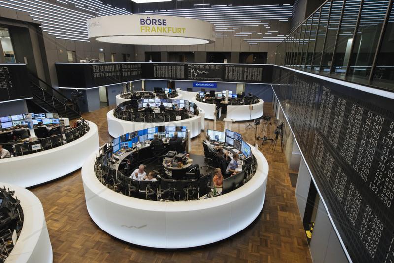 Aktienhandel im Handelsraum der Deutschen B__rse in Frankfurt