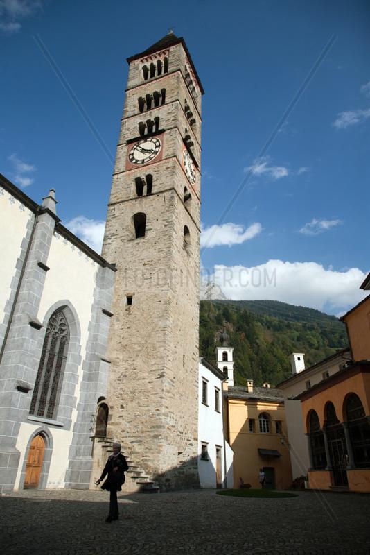 Puschlav,  Schweiz,  die spaetgotische Stiftskirche San Vittore mit romanischem Turm
