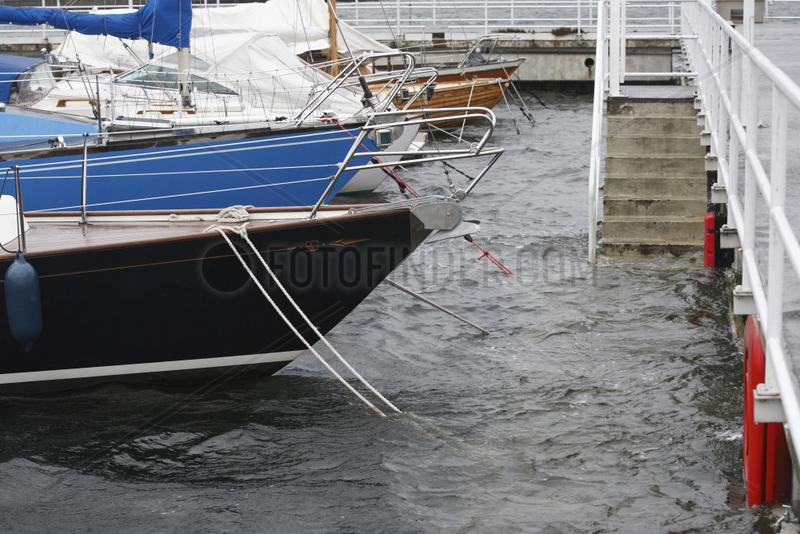 Kiel,  Deutschland,  Hochwasser an der Kieler Foerde durch schwere Herbststuerme