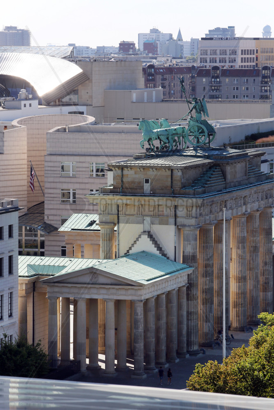 Berlin,  Deutschland,  Brandenburger Tor und Botschaft der USA