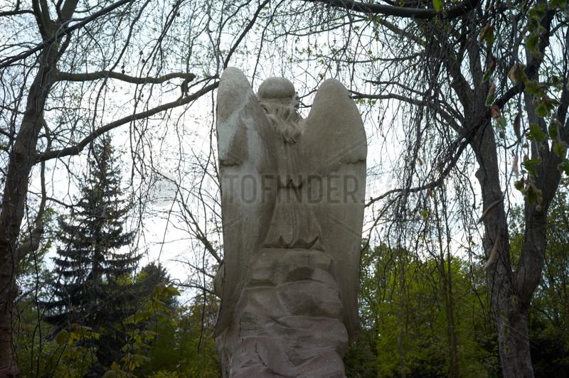 Berlin,  Deutschland,  Engelsfigur auf dem alten Domfriedhof der St. Hedwigsgemeinde