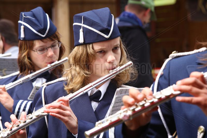 Kiel,  schwedische Maedchen spielen Querfloete