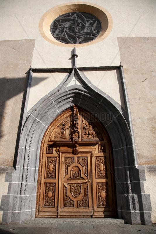Puschlav,  Schweiz,  das Westportal der Stiftskirche San Vittore Mauro