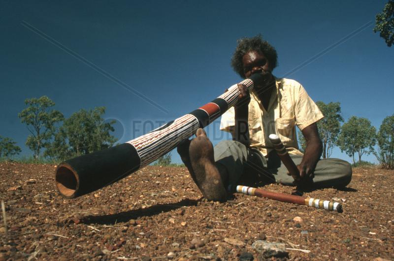 Didgeridoo Aboriginal im Outback