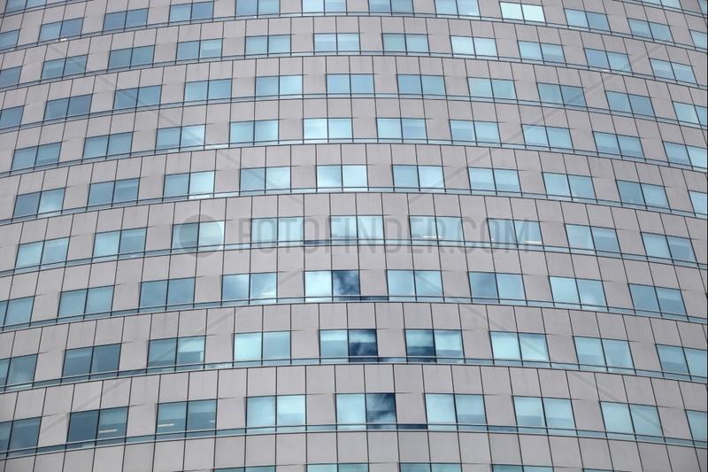 Glasfassade an einem Buerohaus