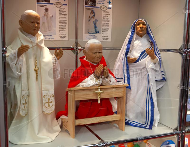 Papst Johannes Paul II und Mutter Theresa als Puppen