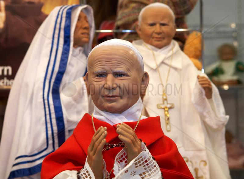 Papst Johannes Paul II,  Mutter Theresa und Papst Benedikt XVI als Puppen