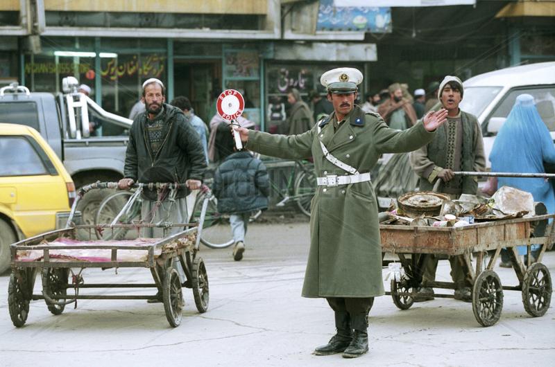 Strassenverkehr im Centrum von Kabul.