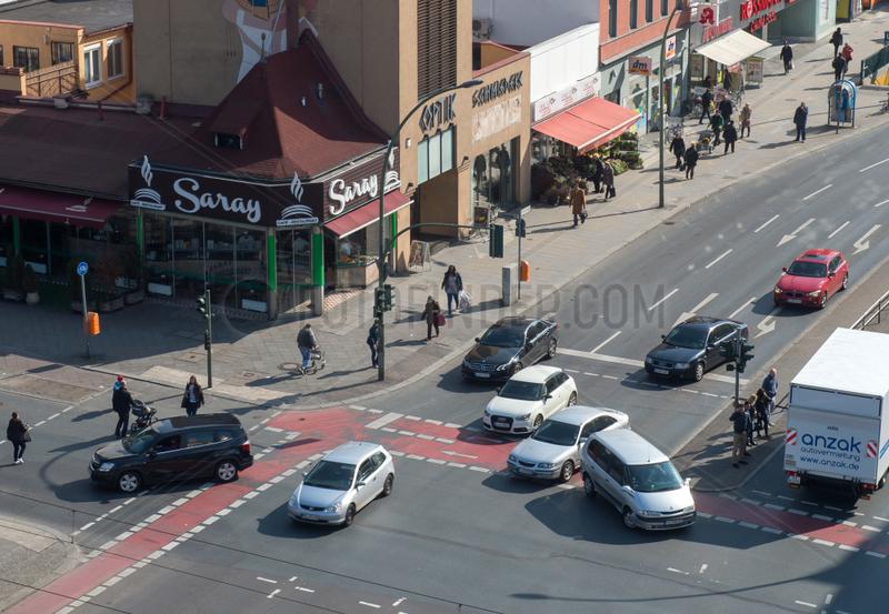 Berlin,  Deutschland,  Verkehr auf der Kreuzung Muellerstrasse Ecke Seestrasse