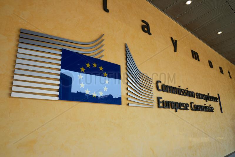 Bruessel,  Region Bruessel-Hauptstadt,  Belgien - Logo der EU Kommission am Berlaymont-Gebaeude im Europaviertel.