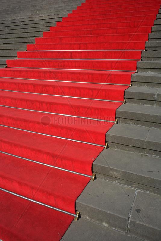 Berlin,  Deutschland,  Roter Teppich auf den Treppenstufen am Konzerthaus am Gendarmenmarkt