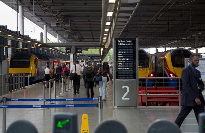 London,  Grossbritannien,  Bahnsteig im Regional- und Fernbahnhof Kings Cross