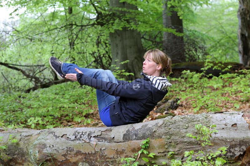 Neu Kaetwin,  Deutschland,  Frau macht gymnastische Uebungen im Wald