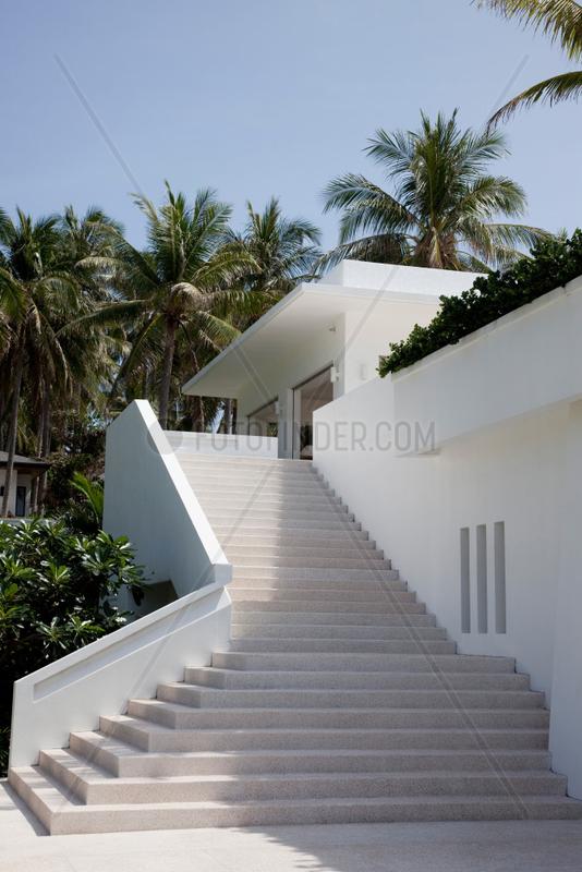 Phuket,  Thailand,  Steintreppe des Racha Island Resorts