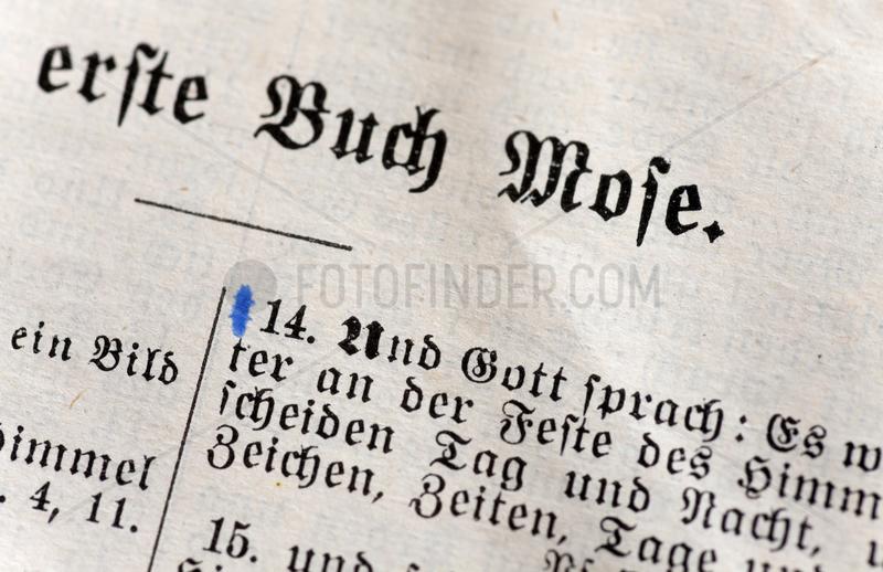 Berlin,  Deutschland,  Detail einer Bibelseite mit dem ersten Buch Mose