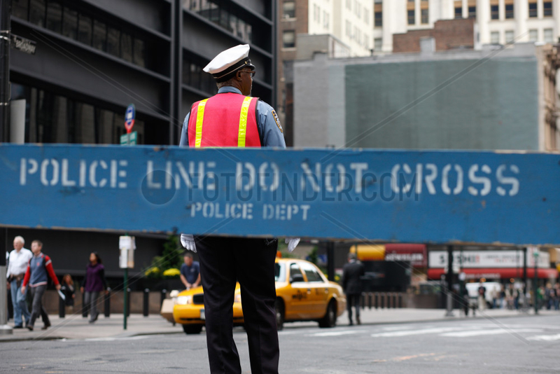 New York City,  USA,  Verkehrspolizist und Absperrung