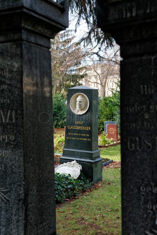 Berlin,  Deutschland,  Grabmal von Adolf Glassbrenner