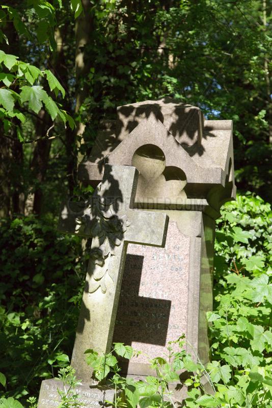 London,  Grossbritannien,  Grabkreuz auf dem Abney Park Cemetery