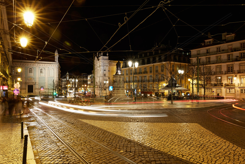 Lissabon,  Portugal,  Placa Luis de Camoes bei Nacht