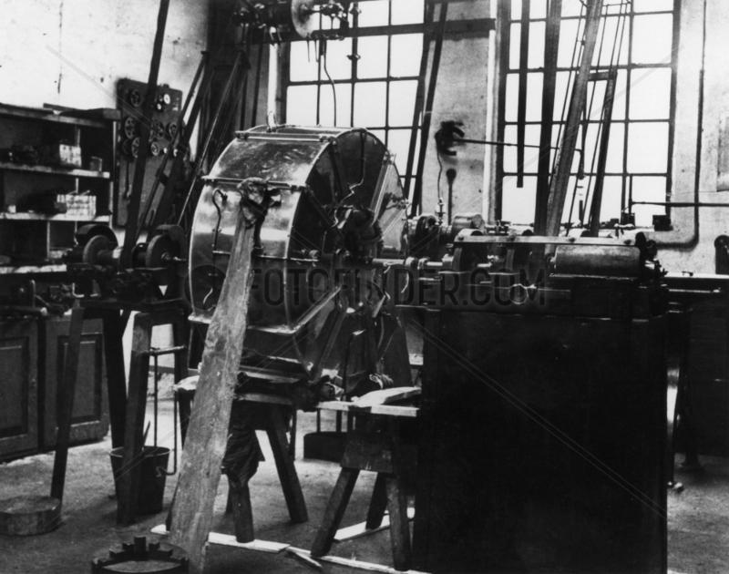 Von Ohain's first experimental turbojet,  c 1935.