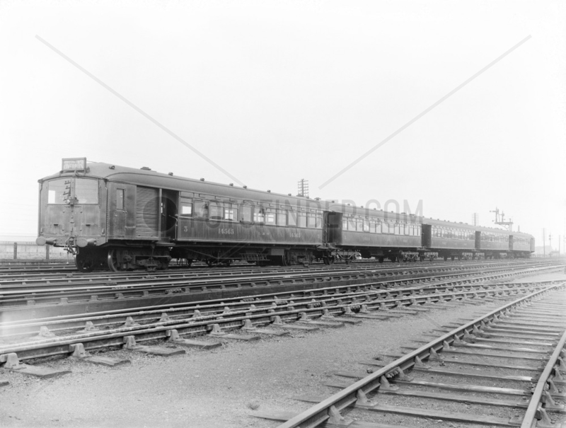 Electric 5-car train bound for Liverpool,  29 May 1925.