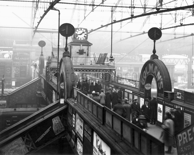 Footbridge in Birmingham New Street Station 1927.