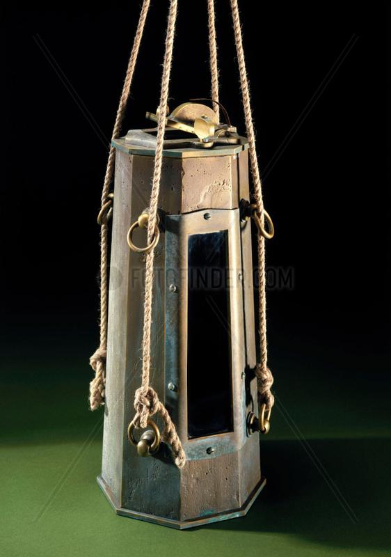 Scoresby's 'Marine Diver' water bottle,  1811.