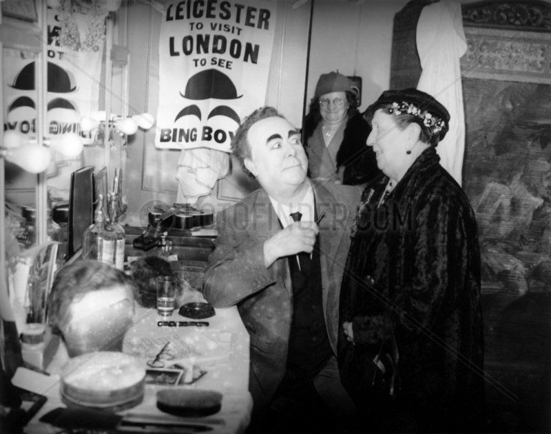 Backstage at Bing Boys,  24 January 1935. 'S