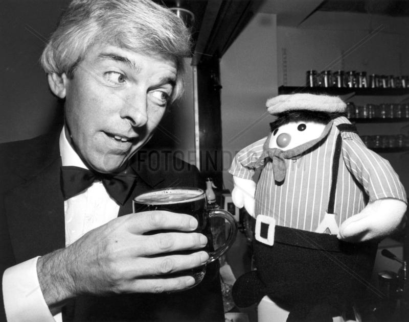 Tom O'Connor with a gonk,  November 1985.