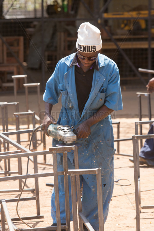 Kakuma,  Kenia - Ausbildungsprojekt der katholischen Nichtregierungsorganisation Don Bosco Mondo im Fluechtlingslager Kakuma.
