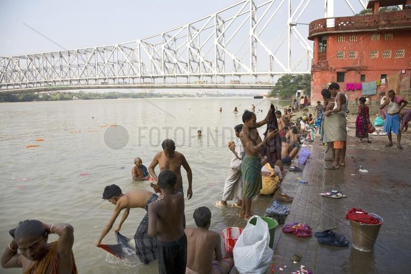 Kolkata,  Leben am Hooghly River