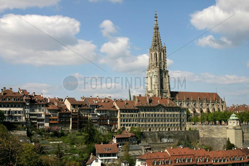 Die Altstadt von Bern mit dem Muenster.