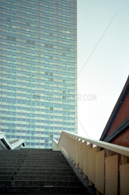 Detailansicht des Forum Hotel am Alexanderplatz in Berlin.