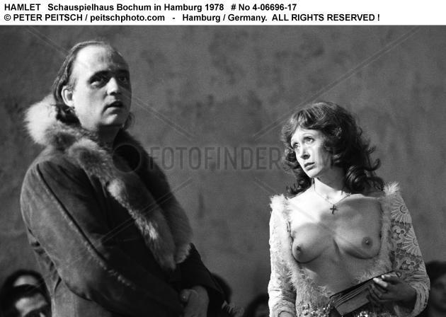 HAMLET - Szenenfoto mit Ulrich Wildgruber und Ilse Ritter