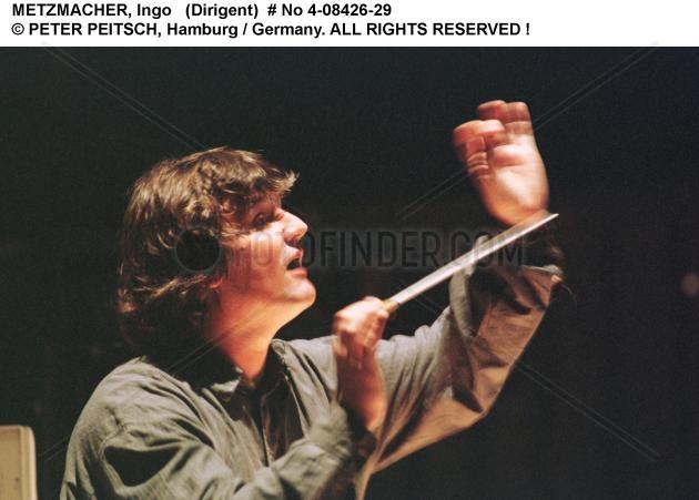METZMACHER,  Ingo - Portrait des Dirigenten (dirigierend)