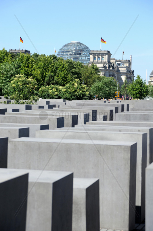 Das Denkmal fuer die ermordeten Juden Europas (Holocaust-Mahnmal)in Berlin.
