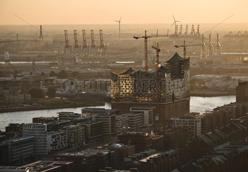 Elbphilharmonie,  Hafencity und Hafen - Luftbild